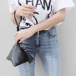 กระเป๋าถือ กระเป๋าคลัทช์ ทรงสามเหลี่ยมเล็ก หนังพียู [สีดำ ]