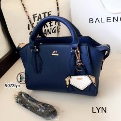กระเป๋าถือผู้หญิง กระเป๋าสะพายผู้หญิง งานชนช็อปวัสดุหนังพียูคุณภาพพรีเมี่ยม Lyn Artesia งานTop Mirror [สีน้ำเงิน ]