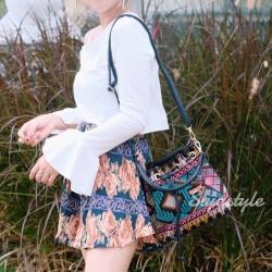 กระเป๋าสะพายแฟชั่น กระเป๋าสะพายข้างผู้หญิง ทรงขนมจีบ ปักลายวินเทจ [สีเขียว ]