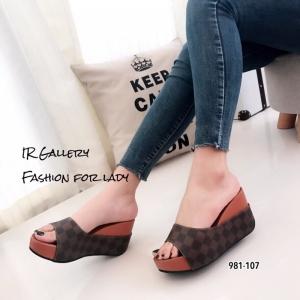 รองเท้าเตารีดสวมลายตาราง 981-107-ตาล (สีน้ำตาล)