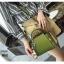 แบบมาใหม่ กระเป๋าสะพายผู้หญิงหนังอยู่ทรง 8081-เขียว (สีเขียว) thumbnail 2