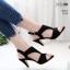 รองเท้าส้นสูงสไตล์สีดำ ZARA ฉลุลายกราฟฟิก รัดข้อตะขอ LB-1333-ดำ thumbnail 1