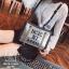 กระเป๋าแฟชั่นงานนำเข้าทรงยอดฮิตปักเลื่อมวิ๊บวับ MB18-01604-SIL (สีเงิน) thumbnail 2