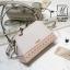 กระเป๋าสะพายกระเป๋าถือ แฟชั่นนำเข้าฉลุลายแต่งโบว์สุดน่ารัก AX-12283-CRM (สีครีม) thumbnail 2