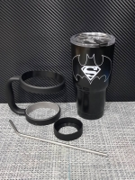 ชุดแก้วเยติ 30 ออนซ์ พื้นสีดำ โลโก้ ซุปเปอร์แมน vs แบทแมน