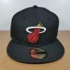 New Era NBA ทีม Miami Heats สีดำ ไซส์ 7 3/8 ( 58.7cm )
