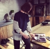 เสื้อแฟชั่นเกาหลี ต่อแขนและชายเสื้อผ้าลายริ้ว สีน้ำเงิน