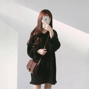 Sweater เสื้อไหมพรมตัวยาวหลวม คอวี สีดำ