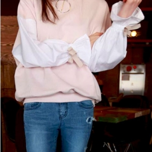 เสื้อแฟชั่นเกาหลี สีชมพู ต่อแขนยาวสีขาวปลายจั๊มติดโบว์