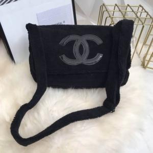 Chanel กระเป๋าสะพายขนเฟอร์นิ่ม
