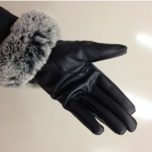 ถุงมือหนัง แต่งขนเฟอร์ สีดำแซมเทา