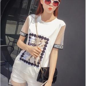 เสื้อแฟชั่นแขนสั้น แต่งขอบ MOSCHINO แต่งมุกสวยสไตล์เกาหลี สีขาว
