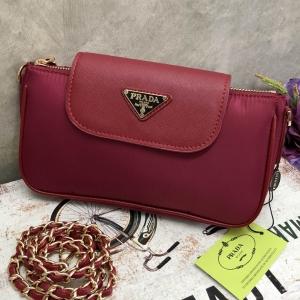 Prada Primium gift กระเป๋าสะพายข้างหรือถอดสาย*สีแดง