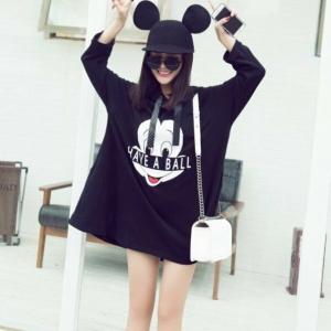 เสื้อแฟชั่นแขนยาว สกรีนลายมิกกี้เมาส์ มีหมวกฮู้ดแต่งหูน่ารัก สีดำ