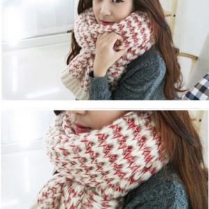 ผ้าพันคอกันหนาว ไหมพรม เกาหลี สีขาวแซมแดง