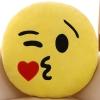 หมอนอิงตุ๊กตา อิโมจิ ส่งจูบ ทรงกลม สีเหลือง