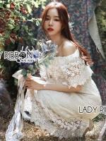 ชุดเดรสเกาหลี พร้อมส่ง เดรสผ้าลูกไม้ สีขาวทรงเปิดไหล่