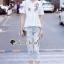 เสื้อผ้าเกาหลี พร้อมส่ง เสื้อสีขาว + กางเกงสียีนส์ thumbnail 4
