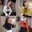 เสื้อเกาหลี พร้อมส่ง งานผูกโบว์ เปิดไหล่ thumbnail 12