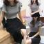 เสื้อผ้าเกาหลี พร้อมส่ง เสื้อแขนเว้ากับกระโปรงไหมพรม thumbnail 4