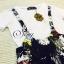 พร้อมส่ง เสื้อยืดคอกลมแขนสั้นสีขาว มาพร้อมกับเอี้ยมลายดอกพื้นดำ thumbnail 11