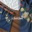 เสื้อผ้าเกาหลี พร้อมส่ง เสื้อสีขาวกับกระโปรงยีนส์ทรงสอบ thumbnail 4