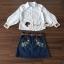 เสื้อผ้าเกาหลี พร้อมส่ง เสื้อสีขาวกับกระโปรงยีนส์ทรงสอบ thumbnail 2