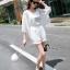 พร้อมส่ง เสื้อสายเดี่ยวสีขาว + เสื้อคลุมชีฟอง thumbnail 1