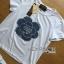 พร้อมส่ง เซ็ตเสื้อยืดสีขาวประดับตกแต่งดอกคามิลเลีย thumbnail 6