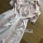 พร้อมส่ง เดรสผ้าลูกไม้และผ้าเครปตกแต่งปกสีขาว thumbnail 8