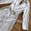 เสื้อผ้าเกาหลี พร้อมส่ง โค้ทยาว ผ้าเครปสีขาวตกแต่งลูกไม้ thumbnail 10