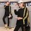 เสื้อผ้าเกาหลี พร้อมส่ง เสื้อแต่งแถบตัวอักษรเหลืองดำตัดกัน thumbnail 1