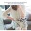 พร้อมส่ง เสื้อขาวปักฉลุลายกุหลาบ แขนศอก thumbnail 4