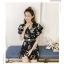 พร้อมส่ง เสื้อพื้นสีดำ ลายดอกไม้ คอวี thumbnail 5