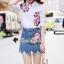เสื้อผ้าเกาหลี พร้อมส่ง เสื้อปักดอกไม้กับกระโปรงยีนส์ thumbnail 8