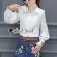 เสื้อผ้าเกาหลี พร้อมส่ง เสื้อสีขาวกับกระโปรงยีนส์ทรงสอบ thumbnail 7
