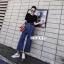 เสื้อผ้าเกาหลี พร้อมส่ง เสื้อกับกางเกงยีนส์ขากระบอก thumbnail 1