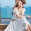 เดรสเกาหลี พร้อมส่ง เดรสผ้าชีฟอง สีขาวทรงเปิดไหล่ปักลายดอกไม้ thumbnail 6