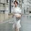 เดรสเกาหลี พร้อมส่ง เดรสสีขาวยาวอกระบาย thumbnail 1