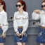 เสื้อผ้าเกาหลี พร้อมส่ง เสื้อสีขาวกับกระโปรงยีนส์ทรงสอบ thumbnail 1