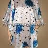 เสื้อแขนค้างคาวไปงาน ลายดอกไม้สีฟ้า บนพื้นขาว สามารถพรางรูปร่างได้ดี ผ้าเงามันเนื้อดีใส่สบายมากๆ แบบเรียบหรู