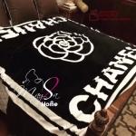 Camellia Chanel Blanket ผ้าห่มลายดอกคามิเลีย ซิกเนเจอร์แบรนด์ดังของ Chanel ผ้าเนื้อสำลี นิ่ม นุ่ม ลื่นสุดๆ เหมาะแก่การพกไปต่างจังหวัด ไปเที่ยว ซื้อเป็นของขวัญก็ได้นะคะ