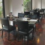 เก้าอี้หุ้มหนัง ที่นั่งสปริง ดีไซน์เรียบหรู สำหรับแต่งร้านอาหาร