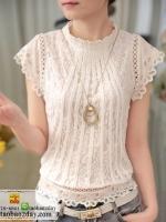 เสื้อลูกไม้คอกลมแขนสั้นสีขาว ตีเกล็ดยาวถึงเอว เสื้อเอวจั๊มแต่งระบายลูกไม้ สวมใส่สบาย ได้ทุกโอกาสค่ะ