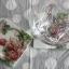 ที่รองแก้ว แพ็คคู่ ลายช่อดอกกุหลาบคลาสสิค มีร่องรองน้ำค่ะ thumbnail 1