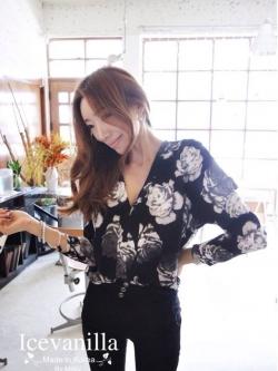 Icevanilla เสื้อผ้าพิมพ์ลายดอกกุหลาบวินเทจสีขาว ดำ