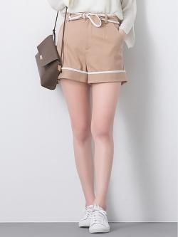 กางเกงขาสั้น Linear Bow Decored