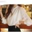 Cherry KOKO เสื้อผ้าไหมชีฟองสีขาว คอจีน แต่งระบายที่ไหล่ thumbnail 5