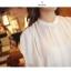 Cherry KOKO เสื้อผ้าไหมชีฟองสีขาว คอจีน แต่งระบายที่ไหล่ thumbnail 7