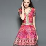 ชุดเดรส Golden Silk Batik Elegance